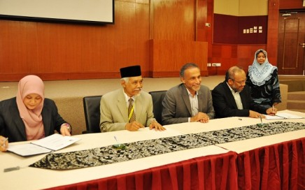 (Left to right) Pg Dr Norhazlin Pg Hj Muhammad, Professor Datuk Osman Bakar, Professor Dr Tariq Ramadan, and Dr Albakry